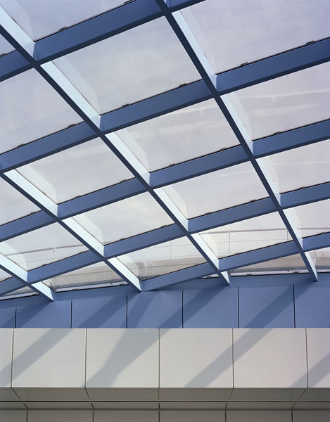 The atrium glazing from below.4/18