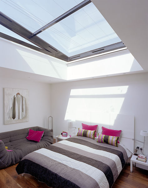 Bedroom with large roof light.17/18