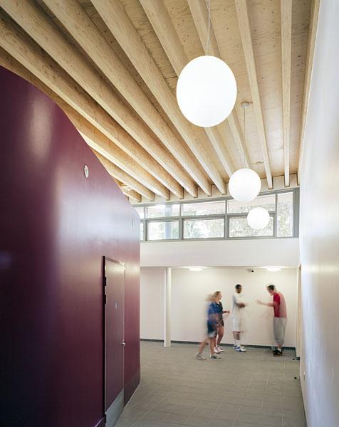 Corridor outside entrance to sports hall. 25/41