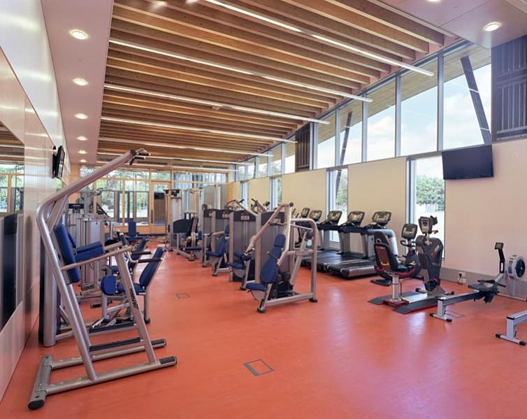 Cardiovascular training area. 36/41