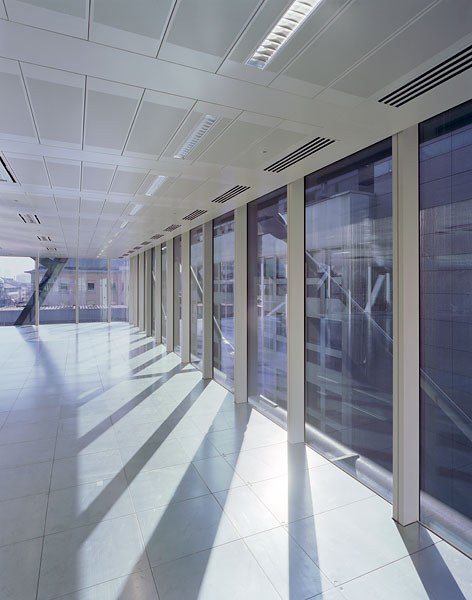 Internal glazing to the office spaces.14/26