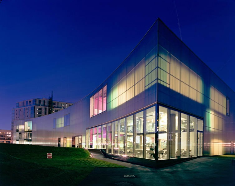 Laban Dance Centre, Herzog and De Meuron, Greenwich, London: night view.6/16