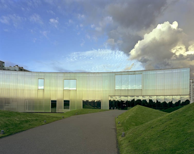 Laban Dance Centre, Herzog and De Meuron, Greenwich, London: day view.7/16