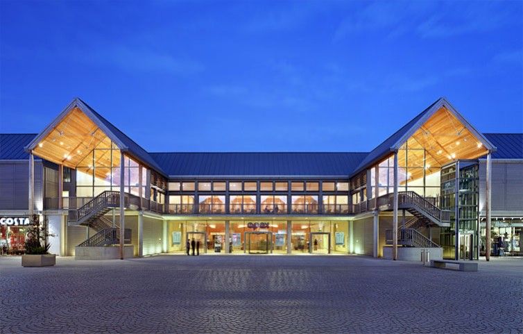 ARC Centre, Bury St Edmunds, by Hopkins Architects: dusk view of the Apex building.11/16