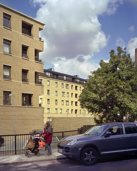 Peabody Avenue in Pimlico, London, Haworth Tompkins Architects: from outside the scheme.11/65