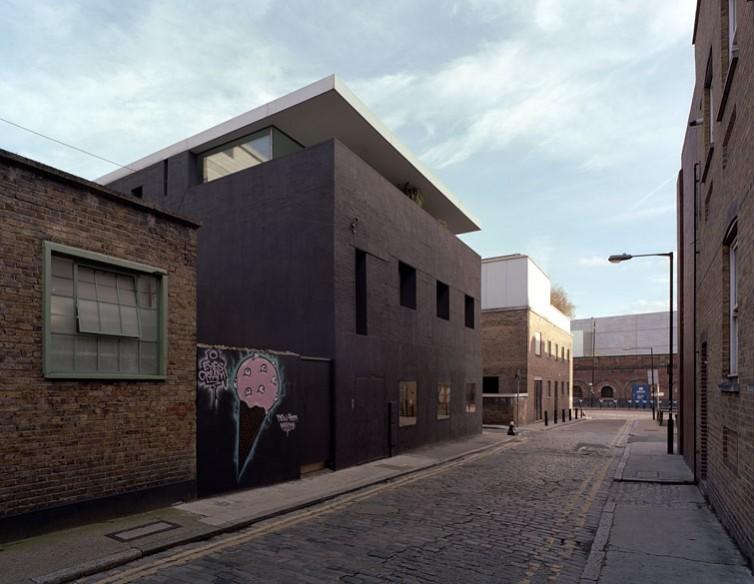 Dirty House, Shoreditch, London, by David Adjaye: Street view.21/65
