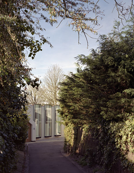Private residence in Kingston-upon-Thames by Coup De Ville Architects: approaching the house from the drive.38/65