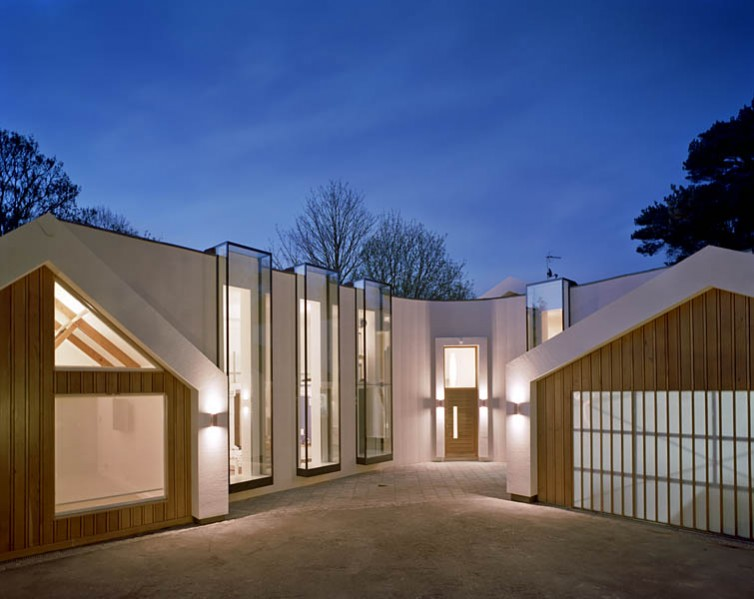 Private residence in Kingston-upon-Thames by Coup De Ville Architects: entrance forecourt.40/65