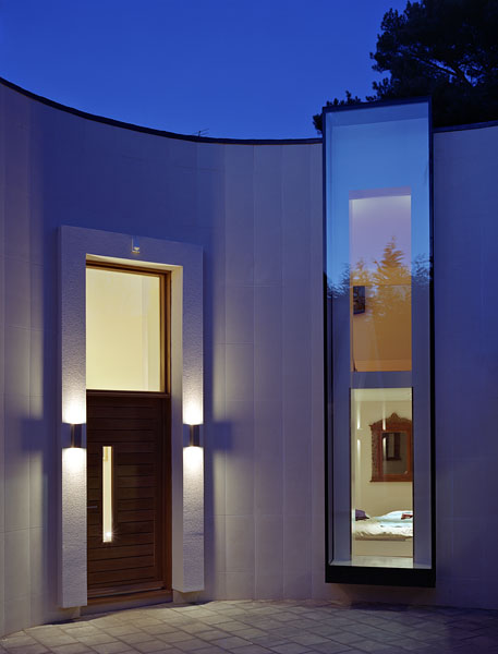 Private residence in Kingston-upon-Thames by Coup De Ville Architects: the main entrance.41/65