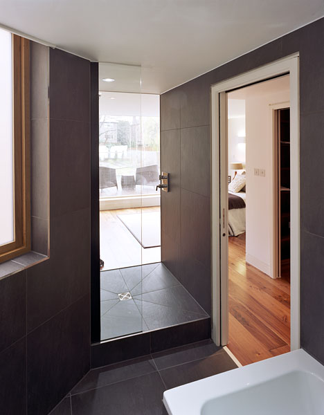 Private residence in Waldegrave Rd, Twickenham by Coup De Ville Architects: bath/shower room.53/65