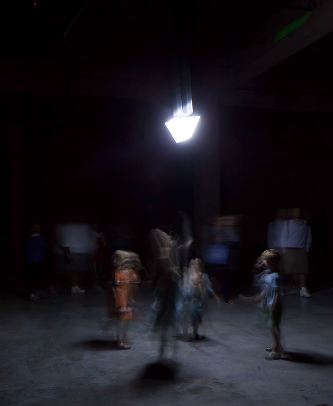 Children dancing with the robot