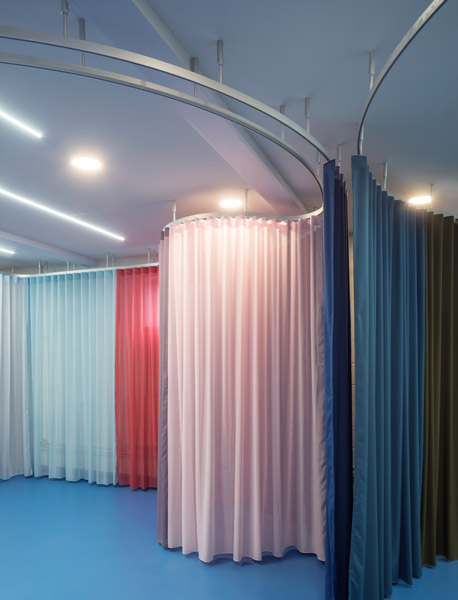 Coloured fabric drapes define interior, 07 of 09