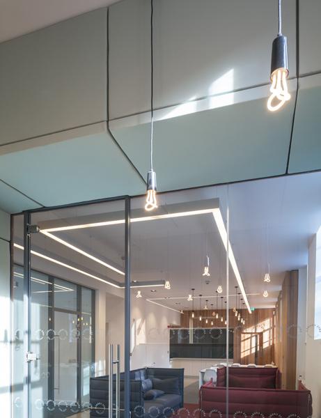 Meeting room showing lighting, 11 of 14
