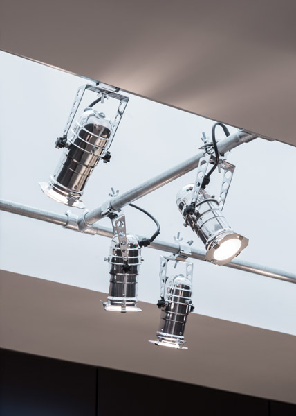 View of the incredible chromed light fittings, 09 of 19