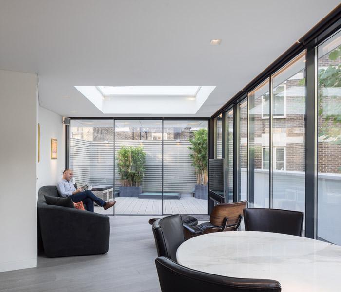 Interior floor-to-ceiling glazing, 18 of 19
