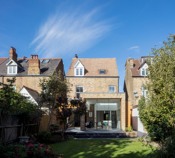 Exterior shot of the garden context in Teddington, London, 02 of 12.