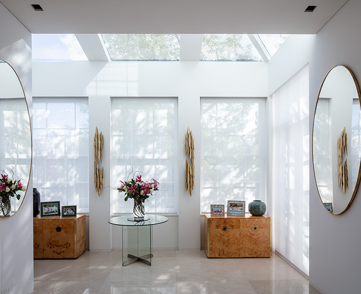 Interior photograph showing beautiful light-filled spaces, 02 of 11.