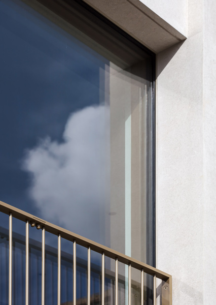 Minimalist detailing to metal balustrade and glazing, 12 of 15.
