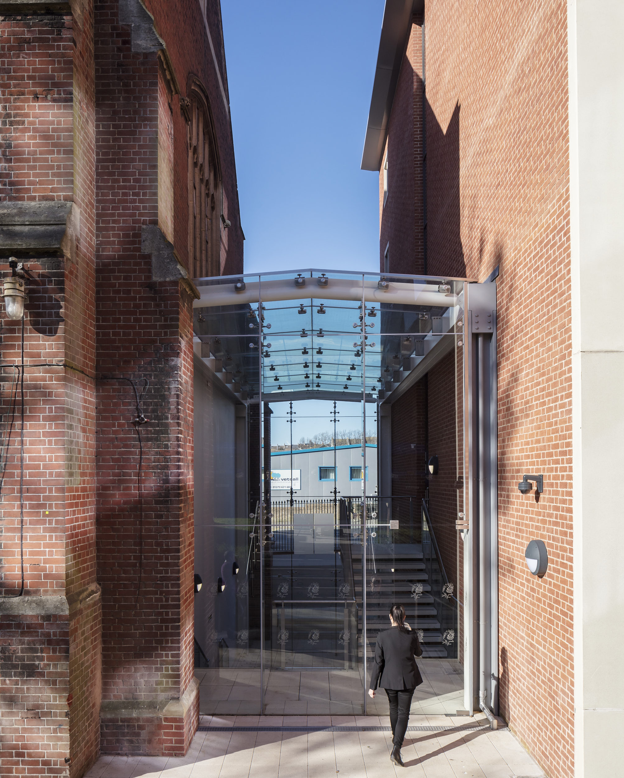 Exterior photograph showing glazed entrance between the existing historical building and the new wing.